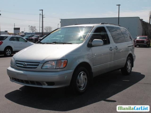 Pictures of Toyota Sienna Automatic 2002
