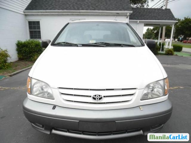Picture of Toyota Sienna Automatic 2001