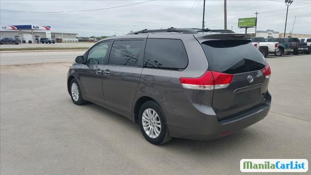 Picture of Toyota Sienna Automatic 2011