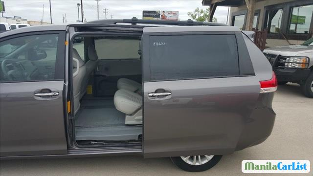 Picture of Toyota Sienna Automatic 2011 in Metro Manila