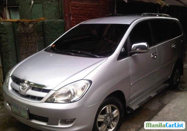 Pictures of Toyota Innova 2005