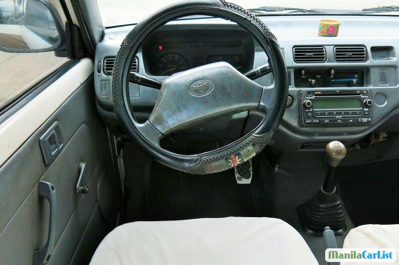 Toyota Revo 2000 - image 3