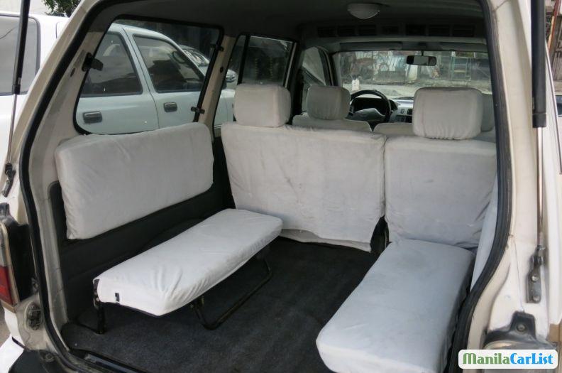 Toyota Revo 2000 - image 5
