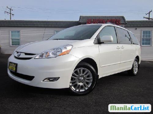 Pictures of Toyota Sienna Automatic 2010