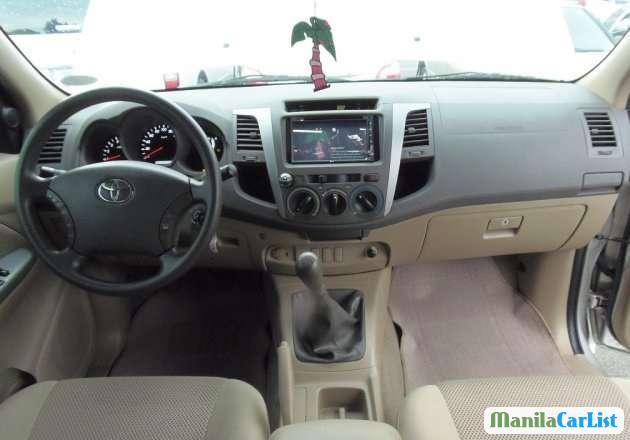 Toyota Hilux Manual 2010 - image 2