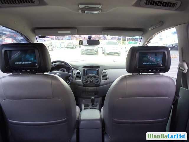 Toyota Innova Automatic 2010 - image 3