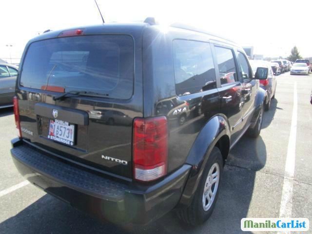 Dodge Nitro Automatic - image 4