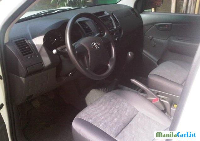 Toyota Hilux 2012 - image 3