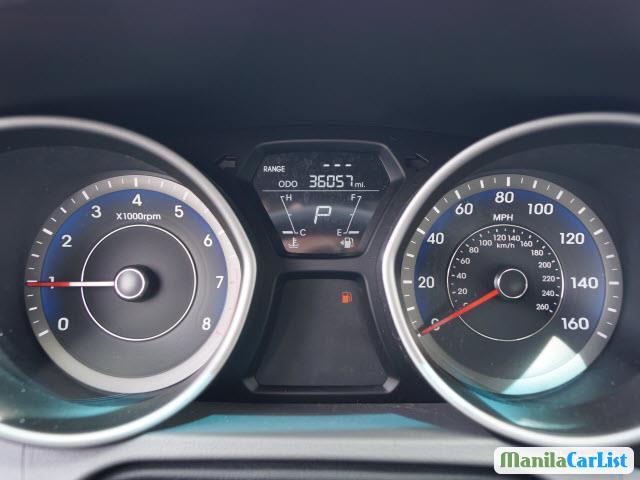 Hyundai Elantra Automatic 2013 - image 9