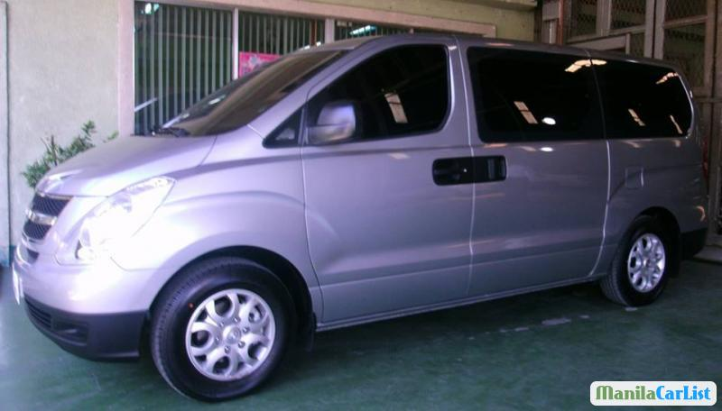 Pictures of Hyundai Starex